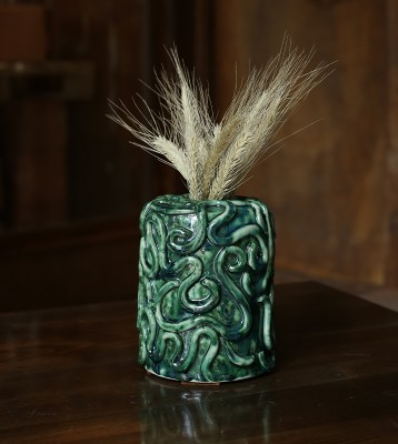 Vase with wheat